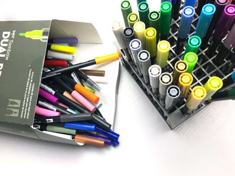 How to organize the Tombow 96 Pen Set in the Desk Stand. Includes free printable from lifebywhitney.com