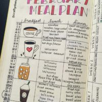 Plan your full month of meals with this meal planner from @craftydeesigns. Largest collection of food spreads for your bullet journal. Check out 50+ meal planning, grocery shopping, meal tracking, meal ideas, food doodling, booze tracking, menu planning, and more at lifebywhitney.com.