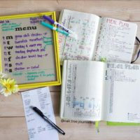 Menu and meal plan like @oak.tree.journaling and get your week more organized! Check out 50+ meal planning, grocery shopping, meal tracking, meal ideas, food doodling, booze tracking, menu planning, and more at lifebywhitney.com